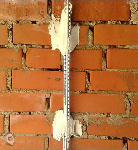металлический маяк для шпаклевки стен