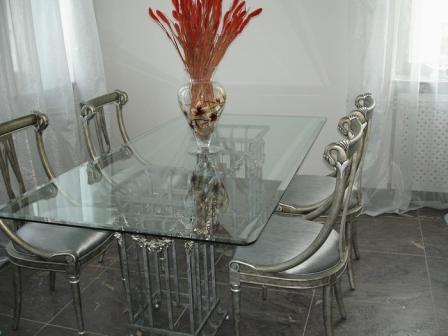 Стол на кухнее