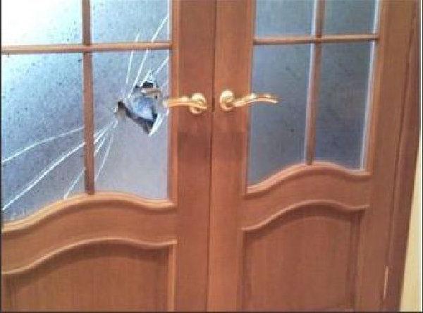 устанавливаем стекло в межкомнатную дверь